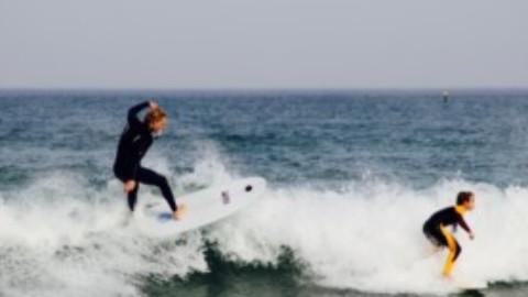 By The Wave aide les surfeur à prendre la vague !